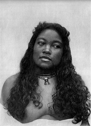 Marshallese culture - Marshallese woman from Jaluit in the Ralik Chain with a traditional necklace in about 1908.