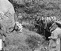 Kranslegging fusilladeplaats Goirle door Vereniging van oud gijzelaars, Bestanddeelnr 905-8852.jpg