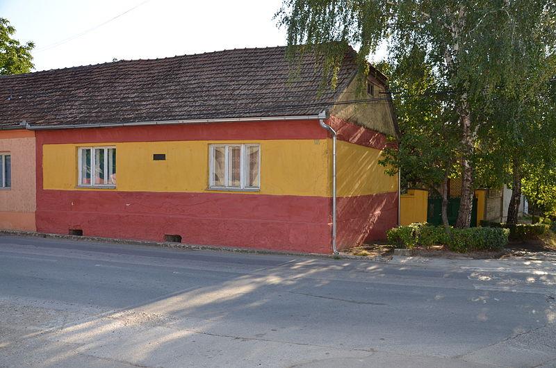 Kuća u kojoj je živela Milica Stojadinović Srpkinja u Vrdniku (commons.wikimedia)