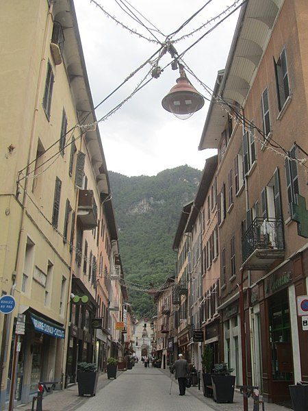 File:La Grand'rue de Moûtiers.jpg