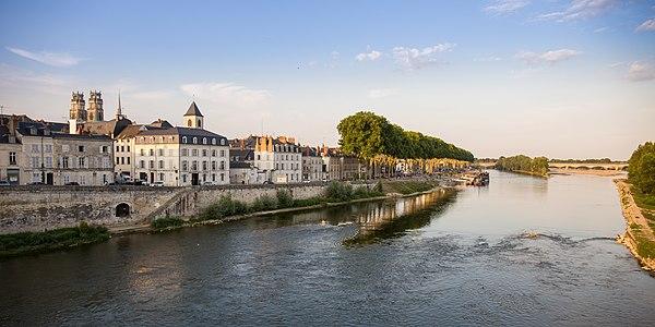 De stad Orléans aan de rivier de Loire