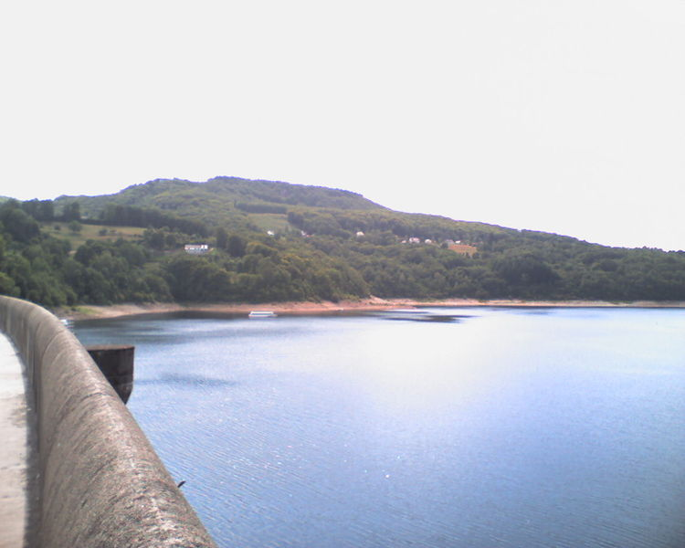 Barrages Dordogne : le duel EDF/GDF-Suez a commencé !  750px-Lac_du_barrage_de_bort