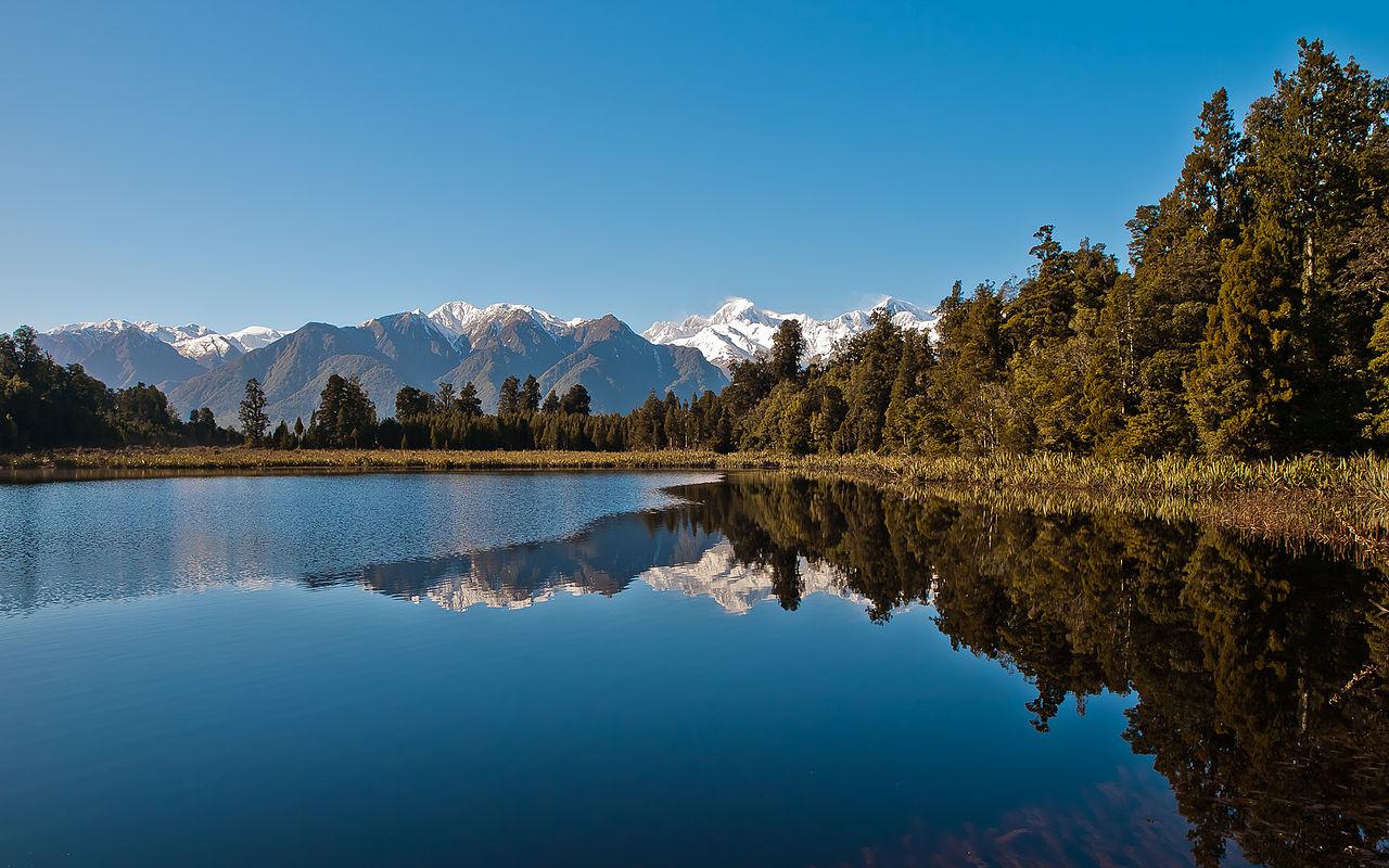 New Zealand News Wallpaper: File:Lake Matheson (New Zealand) Just After The Sunrise