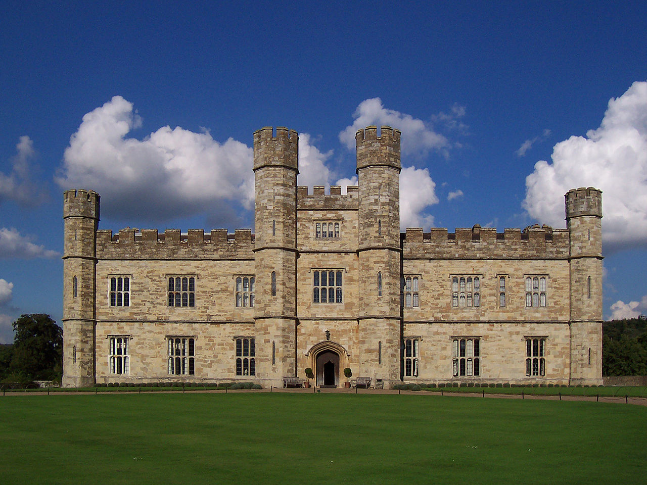 Leeds Castle on a clear day