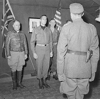 Mark W. Clark - Generalleutnant Fridolin von Senger und Etterlin, the commander of XIV Panzer Corps, meets General Clark, Lieutenant General Sir Richard McCreery and Lieutenant General Lucian K. Truscott, Jr. at 15th Army Group Headquarters, where the Germans received instructions regarding the unconditional surrender of German forces in Italy and West Austria, May 1945.