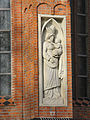 Ludwigslust Schlosspark Katholische Kirche Skulptur in Außenmauer 2010-10-29 063.JPG