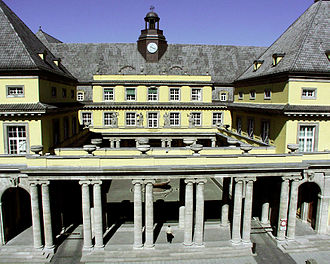 Munich Re - Main building with courtyard on Königinstraße