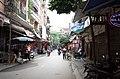 Một phần phố Đồng Xuân, đoạn gần ngã tư phố Đồng Xuân giao với phố Trần Bình Trọng, thành phố Hải Dương, tỉnh Hải Dương.jpg