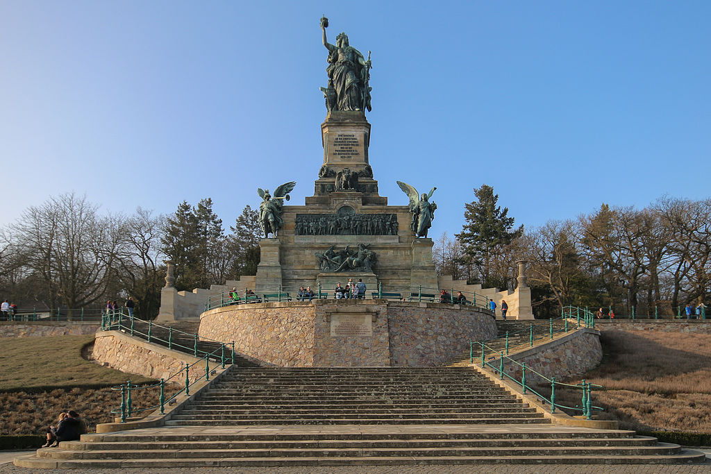 https://upload.wikimedia.org/wikipedia/commons/thumb/e/ea/MK9970_Niederwalddenkmal.jpg/1024px-MK9970_Niederwalddenkmal.jpg