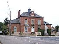 Mairie-école du Tronquay et monument aux morts.JPG