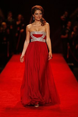 Maria Menounos modeling at The Heart Truth Fas...