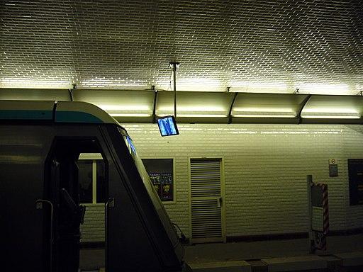 Metro Paris - Ligne 1 - Porte Maillot - Ecran de surveillance des portes palieres