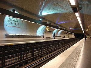 Saint-Germain-des-Prés (Paris Métro) - Image: Metro Paris Ligne 4 station Saint Germain des Pres 01