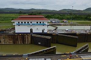 Miraflores (Panama) - Image: Miraflores Locks, Panama 10