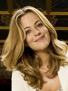 Description de l'image Miranda Raison at Shakespeare's Globe, 2013.jpg.