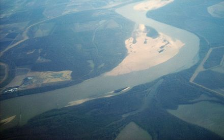 Shoals in the Mississippi River at Arkansas and Mississippi, USA. Mississippi River-sand bars.jpg