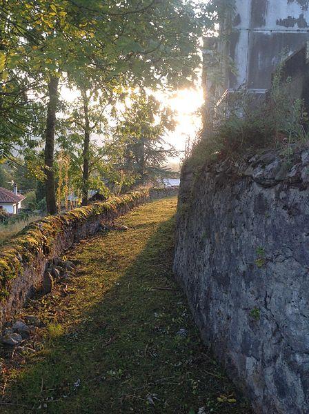 Le chemin derrière le cimetière