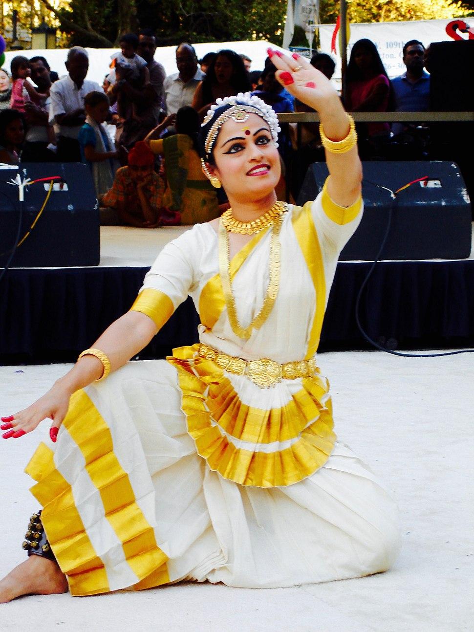 Mohiniyattam costumes Kerala
