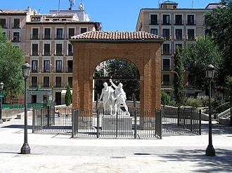 Universidad (Madrid) - Plaza del dos de Mayo