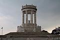 Monumento ai Caduti, la corona dell'aquila.jpg