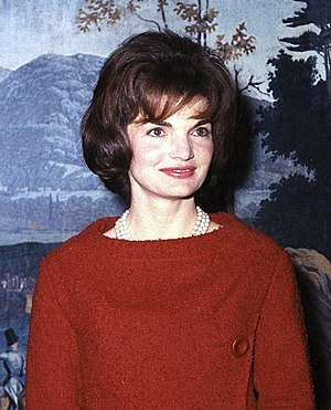 Jacqueline Kennedy Onassis - Image: Mrs Kennedy in the Diplomatic Reception Room cropped