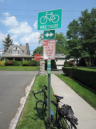 East Coast Greenway - Looking northeast at an ECGW sign