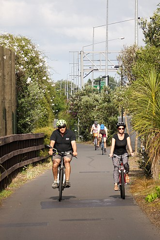 Northwestern Cycleway - Commuters on the upgraded Kingsland stretch of the Northwestern Cycleway, 2017