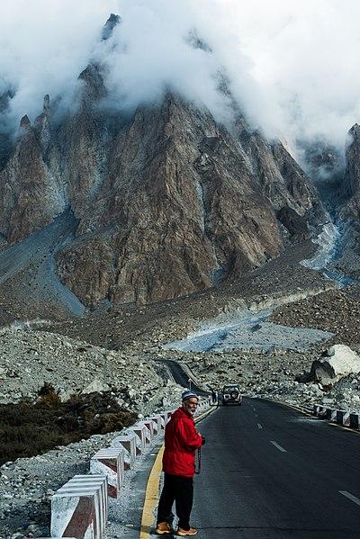 File:Near Batura Glacier.jpg