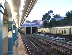New Utrecht Avenue/62nd Street (New York City Subway) - Eastern end of platforms