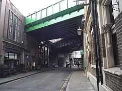 New railway viaduct Southwark.jpg