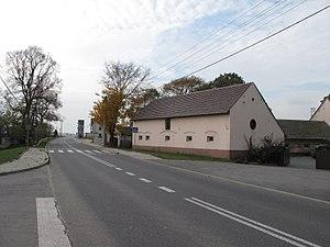 Niwki, Strzelce County - Main road