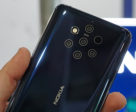 The Nokia 9 PureView features a five-lens camera array, using a mixture of color and monochrome sensors. Nokia 9 Pureview 2.jpg