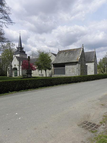 Vue méridionale du calvaire, de l'oratoire Saint-Jean et de la chapelle Sainte-Noyale sis en Noyal-Pontivy (56).