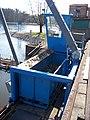 Nymburk, vodní elektrárna, pojízdný stroj na čištění česlí.jpg