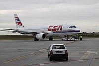 Airbus A320-200 při vytlačování na Ruzyni