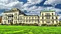 Oberhalb des Baldeneysees liegt idyllisch die Villa Hügel im Süden von Essen. Als ehemaliger Familiensitz der Familie Krupp ist die Villa eine der bedeutendsten Sehenswürdigkeiten im Ruhrgebiet. - panoramio.jpg