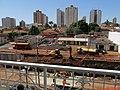 Obras anti enchente no Córrego Sul, na avenida Antônio Paschoal, em Sertãozinho. Na época as obras avançavam em frente ao Supermercado Savegnago, quase chegando ao Terminal Rodoviário. - panoramio.jpg