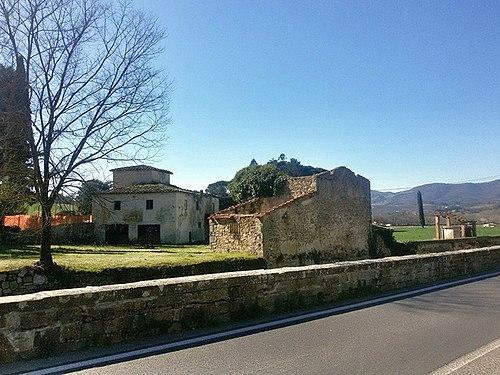 Old farm in decay near Leccio Reggello.jpg
