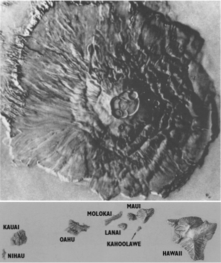 Scaled image showing Olympus Mons, top, and the Hawaiian island chain, bottom. Martian volcanoes are far larger than those found on Earth. Olympus Mons and Hawaii to scale.png
