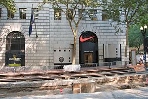 Public Service Building (Portland, Oregon) - The Niketown store in 2007, during light-rail construction on the transit mall. The store moved to another location in 2011.
