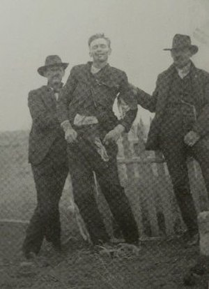 Canyon Diablo, Arizona - Cowboys hold up the corpse of outlaw John Shaw, who died in the Canyon Diablo shootout, 1905.