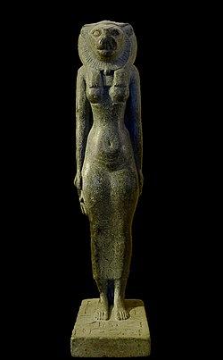 P1070019 Louvre statue deesse Bastet E3915 rwk.JPG