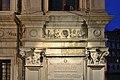 Palazzo Camerlenghi a Rialto dettaglio facciata Venezia.jpg