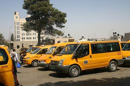 Palästinensische Sammeltaxis in Ramallah