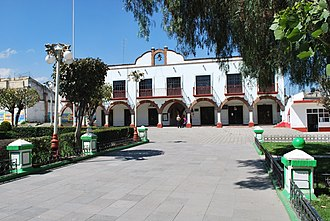 Calimaya - View of the municipal palace from the main plaza