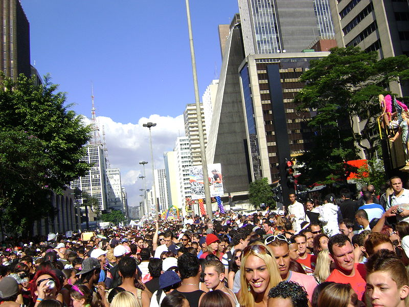 File:Parada sp - multidão2.jpg