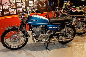 Suzuki - Suzuki T500 at the Salon de la moto 2011 in Paris