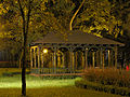 Park miejski, 1 poł. XIX - Drewniana Altana nocą.jpg