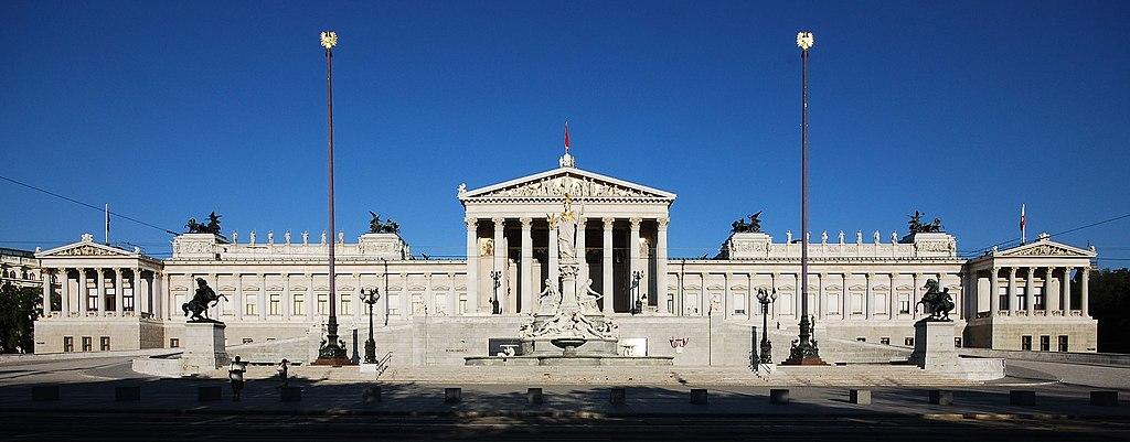 Parlamentsgebäude am Dr.-Karl-Renner-Ring in Wien.