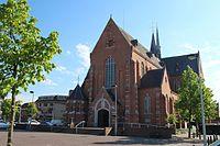 Parochiekerk St. Lambertus - Beerse - Kerkplein.jpg